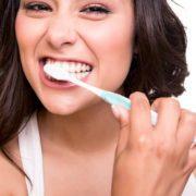 Come lavare i denti correttamente?