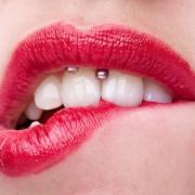 Denti e piercing